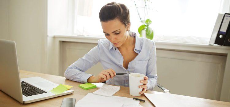 Quizá deberías buscar algo que hacer mientras tu pareja trabaja