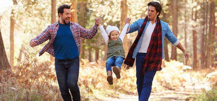 Las parejas del mismo sexo aún se encuentran trabas a la hora de adoptar