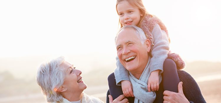 Los suegros van a ser los abuelos y hay que dejar claro que antes que sus nietos son los hijos de los dos miembros de la pareja