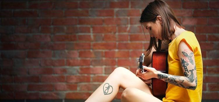 Los que aman la música y a su pareja pueden tatuarse algo que simbolice esa unión