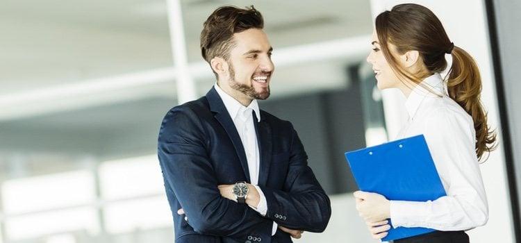 Lo más importante es que cuando hables con esa persoan sea fuera de la oficina
