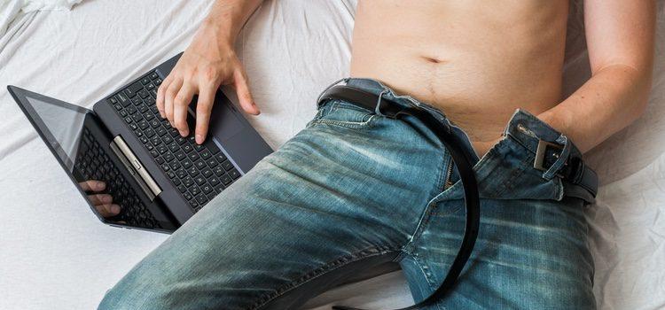 Los hombres son más asiduos a la pornografía que las mujeres