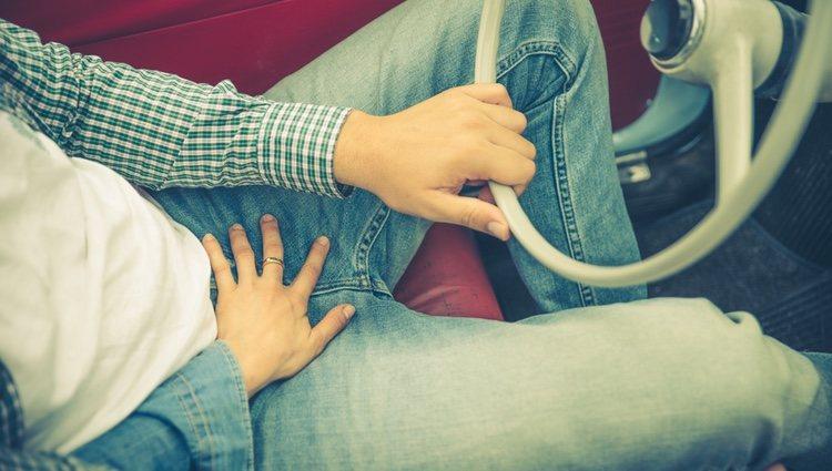 La presencia de los asientos en el coche puede dificultar algunas posturas sexuales pero las opciones siguen siendo muy variadas