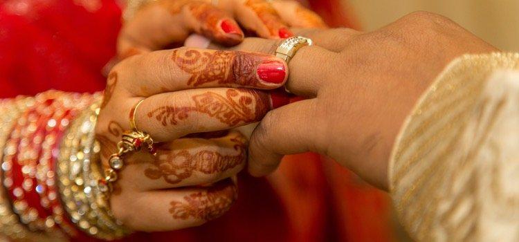 El día antes de la boda se produce el intercambio de anillos