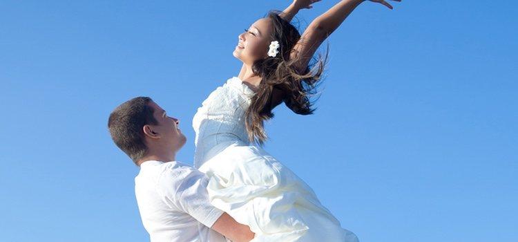 Los dos novios deben vestir de blanco en una boda por el rito maya