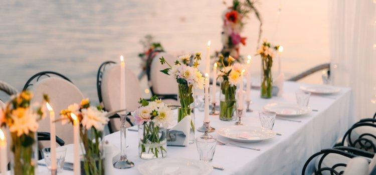 En lo referido al banquete, podemos apostar por un buffet en vez de una copiosa y tradicional comida