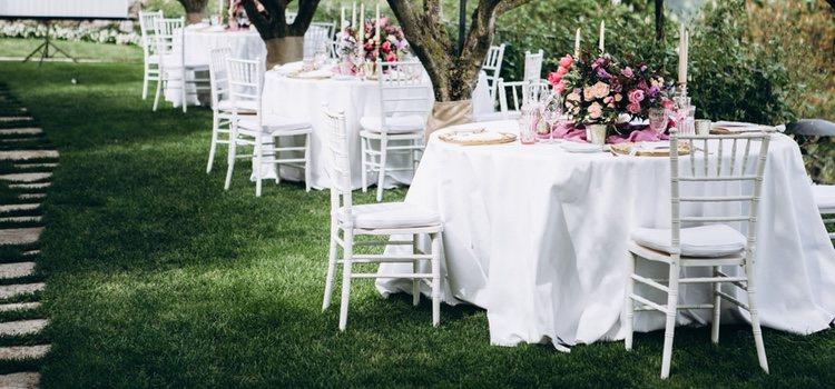Algunas de las posibilidades son organizar un buffet libe o poner comida típica del lugar