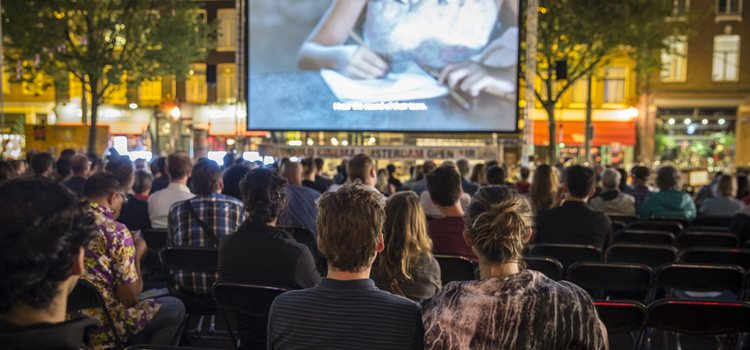 En verano un plan muy original son los cines al aire libre
