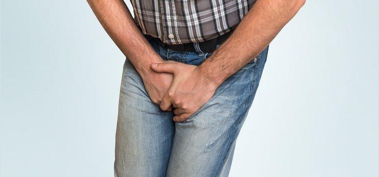 Los sintomas mas evidentes son el enrojecimiento y el escozor