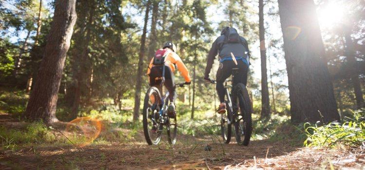 Si os gusta hacer deporte juntos y vivir aventuras, vuestro destino es la montaña