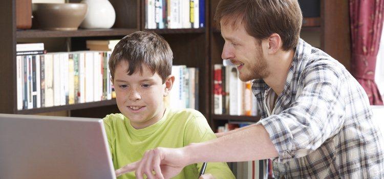Lo más recomendable es que si tu hijo es pequeño tengas constancia de las contraseñas
