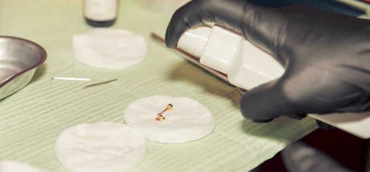 Los piercings deben estar correctamente desinfectados y realizados por profesionales