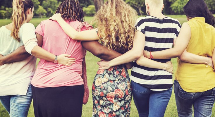 La sororidad consiste en que las mujeres se paoyen entre ellas para conseguir cosas juntas