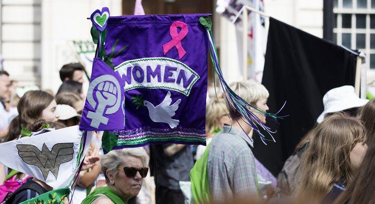 La enemistad entre mujeres por el simple hecho de ser mujeres es resultado de la sociedad machista