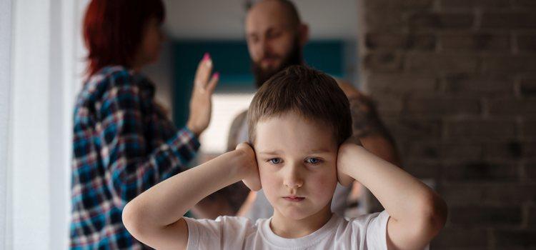 Es preferible evitar discutir este tema delante de los niños