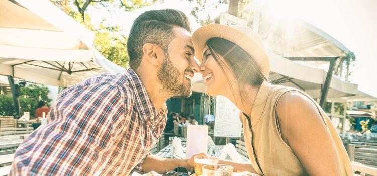 El primer beso puede ser en la primera cita o cuando los dos tengáis ganas realmente