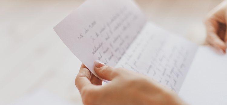 Es mucho más bonito que esté escrita a mano