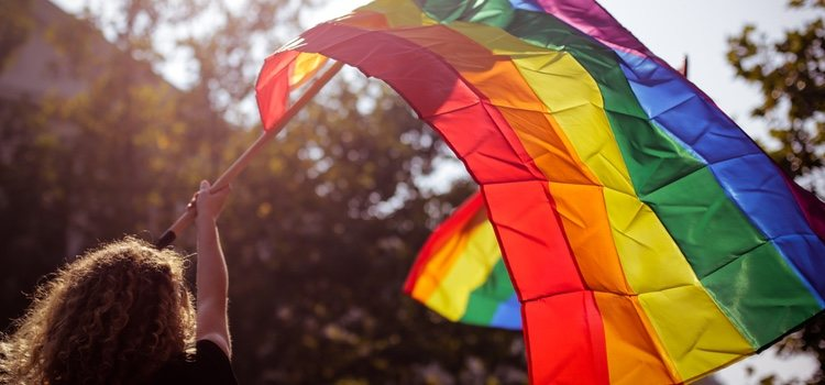 Los genderqueer rechazan la dicotomía clásica donde todo es rosa o azul, sino que disfrutan de una gama de colores y opciones