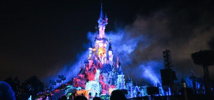 Disneyland cambia su temática para convertirse en un paraíso del terror durante toda la noche.