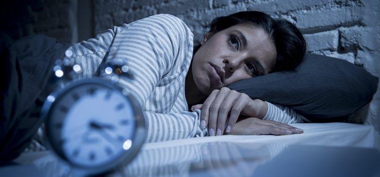 Afecta, con más frecuencia, a las personas que hayan sufrido sonambulismo durante la adolescencia