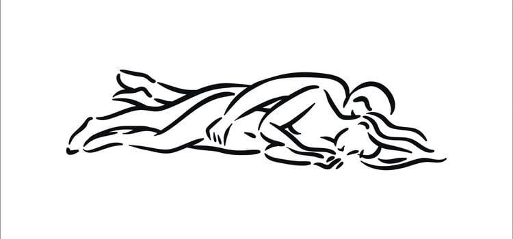 En la postura de la cucharita el hombre debe moverse de forma suave y con ritmo