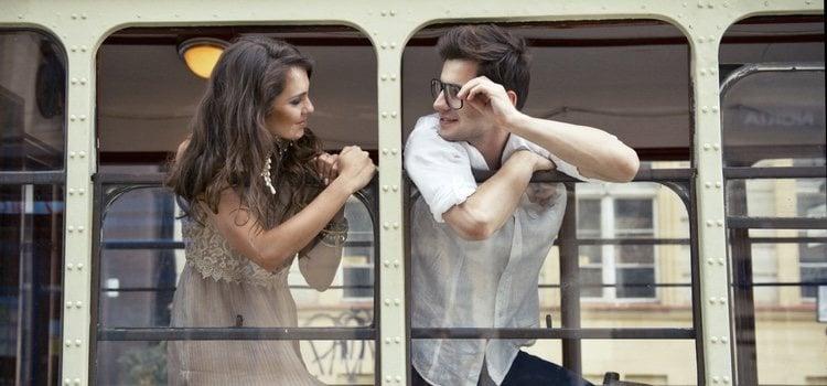 Uno de los lugares para mantener relaciones en un tren es en los baños