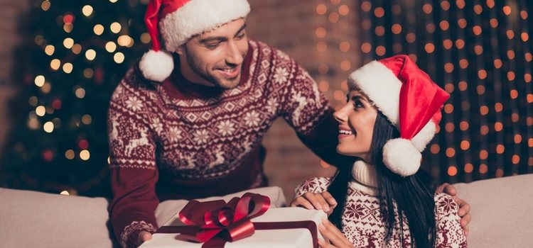 Una de las opciones preferidas por la gente es fabricar su propio regalo de Navidad