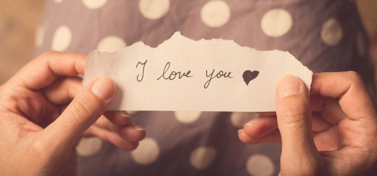 En 365 trozos de papel escribe una frase bonita