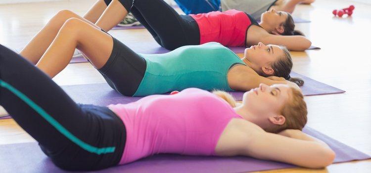 Puedes utilizar una esterilla de pilates para hacer los ejercicios