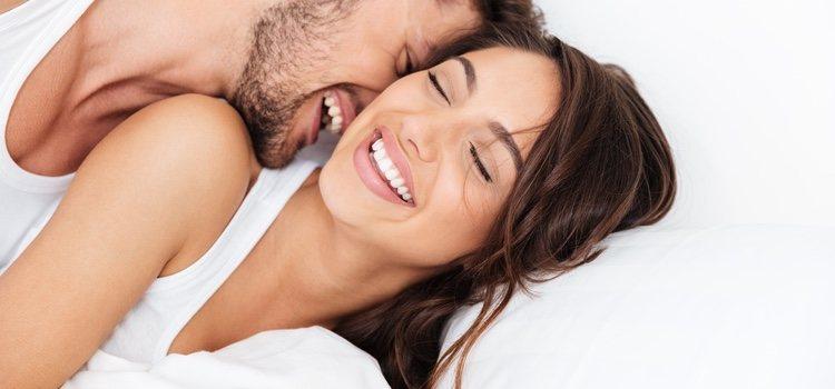 Mientras sea consensuado empezar a interactuar con tu pareja mientras ella esta dormida</p><p>