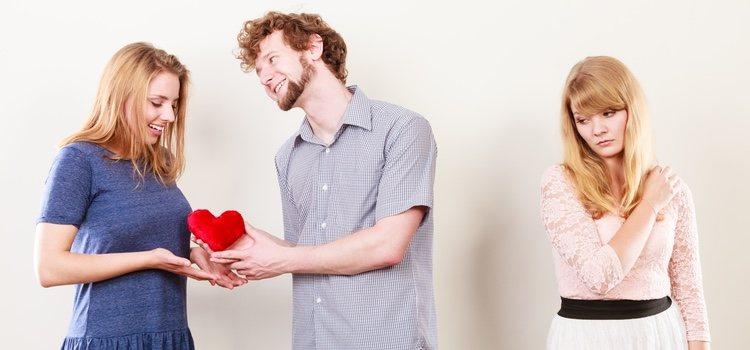 Hay personas que buscan satisfacer fuera de su pareja ciertas necesidades emocionales