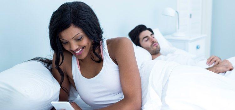 Si una persona se siente insegura con respecto a sus emociones busca apoyo fuera de esa relación