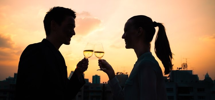 Consejos para tu primera cita: no te pases dando detalles íntimos ni hables en exceso