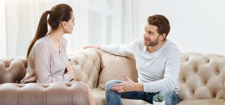 Explica a tu pareja como te sientes con su nuevo comportamiento y como te está haciendo sentir la situación actual