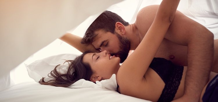 Ver porno en pareja puede hacer que exploréis dentro de vuestras relaciones sexuales