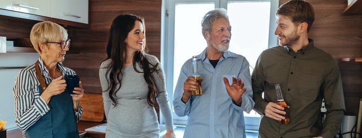 Consejos de convivencia para parejas que viven en la misma casa con sus padres