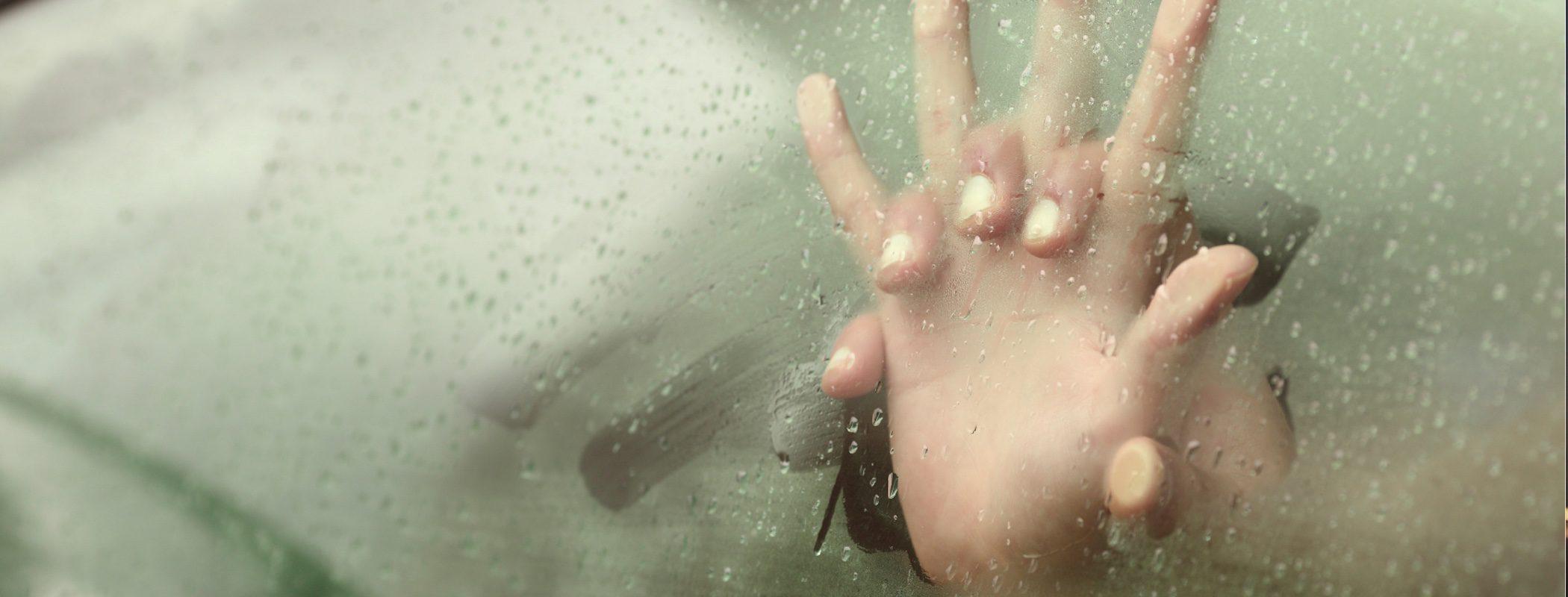5 posturas para hacer el amor en el coche