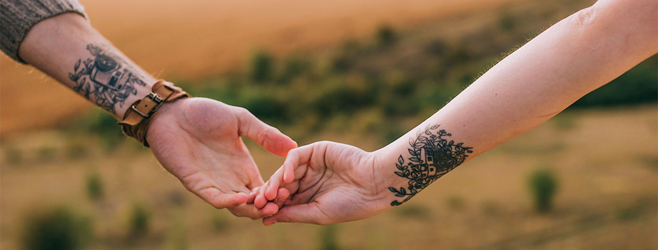 Tatuajes de pareja: símbolos de unión en el amor