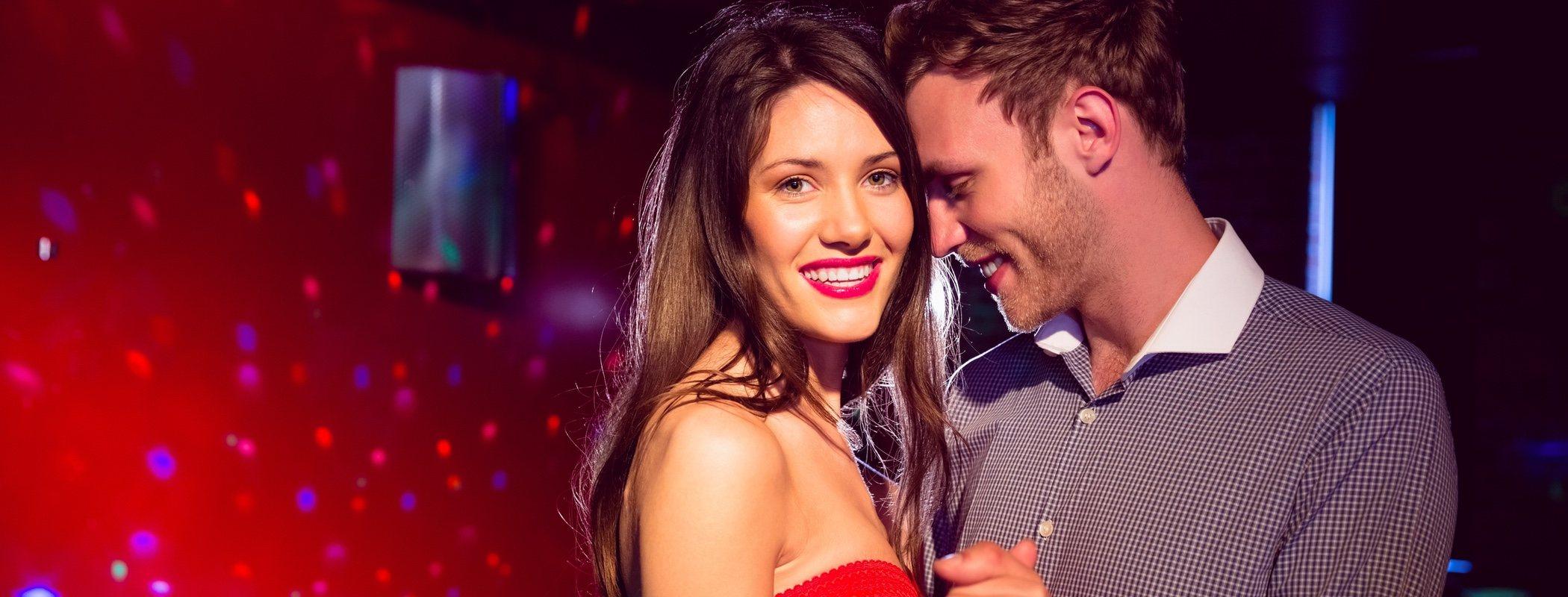 Pros y contras de salir de fiesta con tu pareja