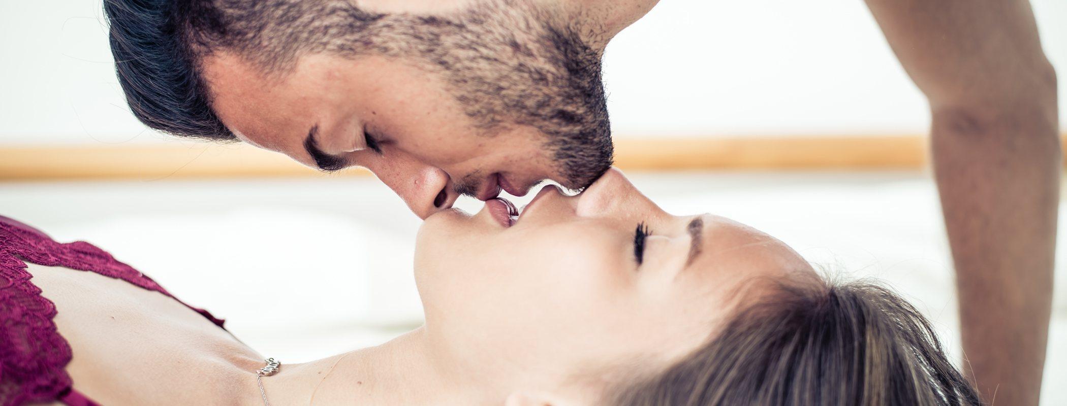 El beso, tu gran aliado en las relaciones sexuales