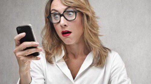 No puedo evitar espiar el móvil de mi pareja