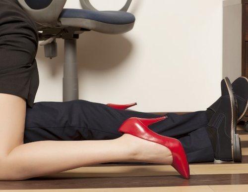 Sexo entre compañeros de trabajo: ¿A favor o en contra?