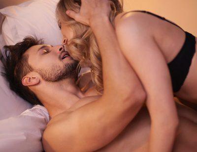 Posturas sexuales placenteras para penes grandes