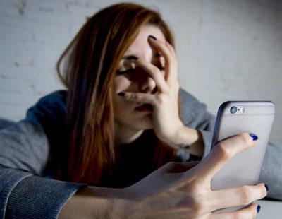 Mi expareja me acosa por teléfono y en las redes sociales: ¿Qué puedo hacer?