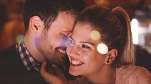 Posturas sexuales que te ayudarán a disfrutar esta Navidad en pareja