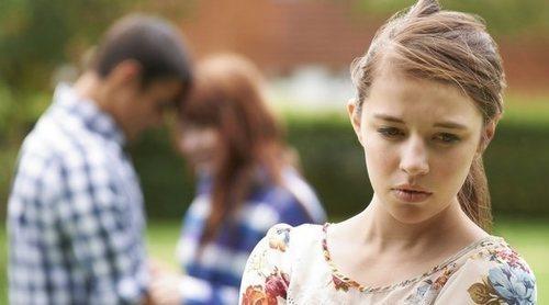 ¿Qué hago si descubro que mi padre está siendo infiel a mi madre o viceversa?