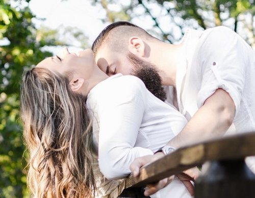 Las mejores posturas para tener relaciones sexuales en lugares públicos