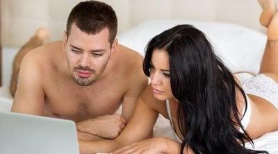 Mi pareja quiere ver porno conmigo: ¿Qué hago?